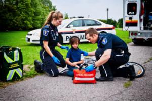 Paramedics w kid